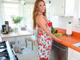 Kianna Dior: La ama de casa más zorra y viciosa - Tetonas