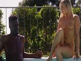 Conoce al vecino negro en la piscina y acaba pasando esto.. - HD