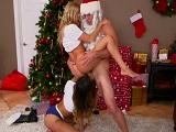 Hija y madre esperban con ganas la visita de Papá Noel - Trios
