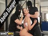 Abella Danger sufre una doble penetración anal, es brutal! - Anal