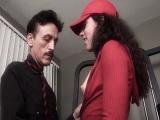 El director del gimnasio se folla a una de sus clientas - Sexo Gratis