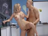 Xander Corvus disfruta con el coñito de Kat Dior, que tía! - Anal