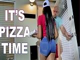 Joder con la repartidora de pizzas, que cachonda está.. - Negras