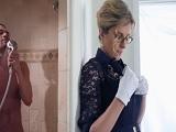 Mamá Cory Chase se mete en la ducha con su hijastro.. - Maduras