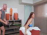 Syren De Mer calienta a su entrenador personal, vaya tía.. - Maduras