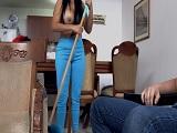 Si la empleada del hogar quiere propina tendrá que chupar.. - Latinas