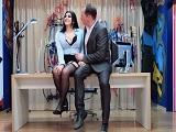 El jefe tontea en el despacho con la secretaria tetona - Tetonas