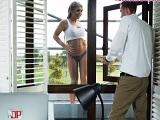 Danny D alucina con la mujer que limpia los cristales de casa - Porno Duro