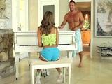 Que si tía que sabes tocar el piano, pero cómeme la polla! - Mamadas