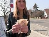 Le ofrecemos doscientos euros por follar y acepta la zorra! - Sexo Por Dinero