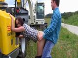 Follando en mitad del campo a la hija del granjero, por puta - HD