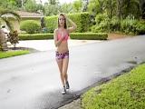 Tiene que salir así de fresca Kimmy Granger a correr? - Chicas Desnudas