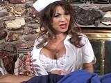La enfermera asiática recibe los puntazos por todo el coño