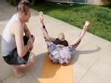 Joder con el coño que marca mamá cuando hace yoga.. - Incesto