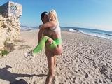 Sexo en la playa entre Nick Moreno y Blondie Fesser - Rubias