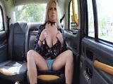 Me voy hacer taxista joder, menuda rubia que se monta.. - Sexo Gratis