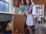 Estas dos chica se quieren follar a la vez al fontanero.. - Trios