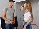El amigo de su novio se pone cachondo con Penny Archer - HD