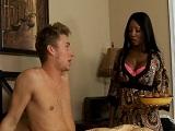 Diamond Jackson te lleva el desayuno a la cama y te folla - Negras