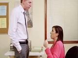 La secretaria no para de mirarme el rabo joder, que hago? - Milf