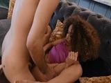 Cecilia Lion con las piernas abiertas y empotrada a placer! - Negras