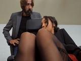 El jefe pilla a una de sus empleadas masturbándose, uuf! - HD
